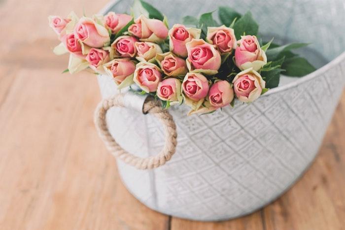 Fond d'écran printemps gratuit pour ordinateur image basket de roses magnifiques