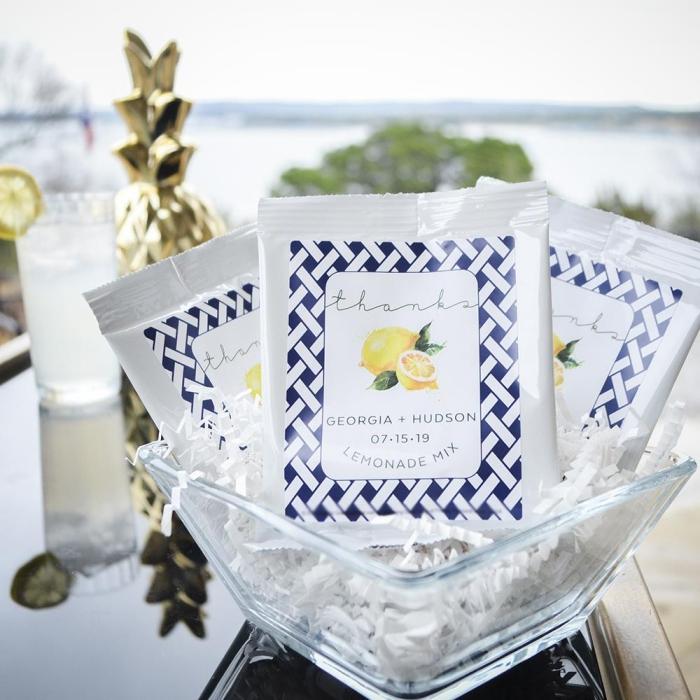 pack de mix pour faire une citronnade, pack aux herbes à design personnalisé avec prénoms de nouveaux mariés