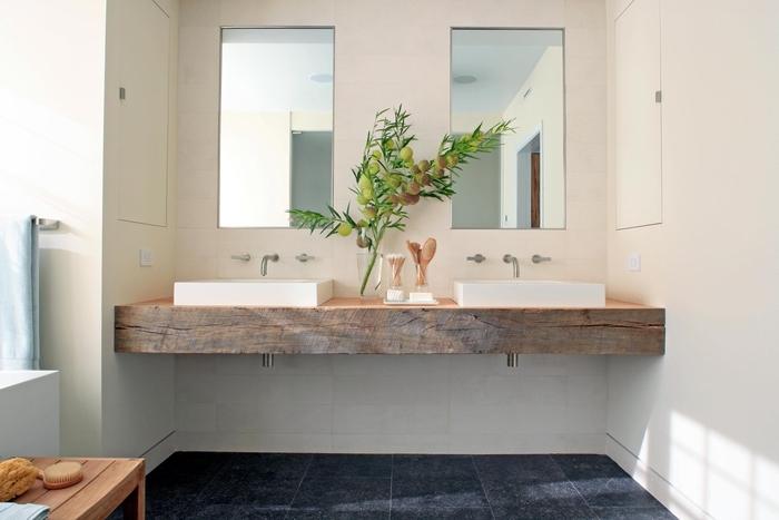 decoration de salle de bain douce et apaisante de style minimaliste et naturel avec un plan-vasque en bois naturel récupéré