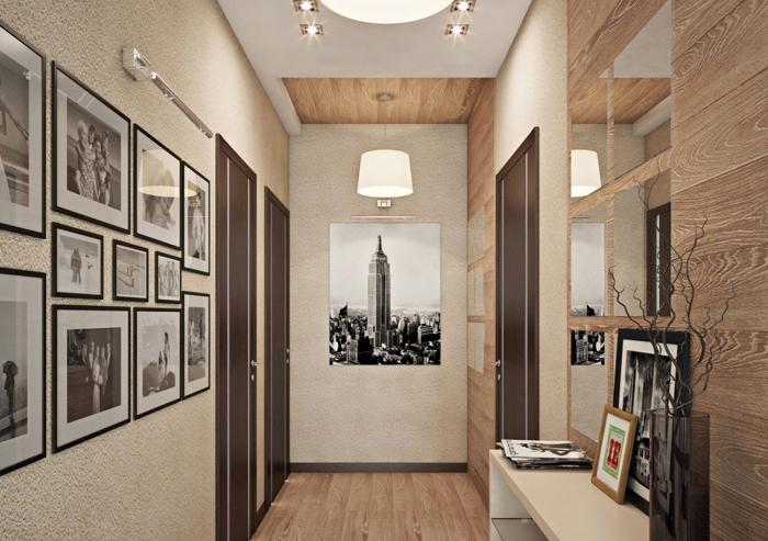 déco de couloir en nuances terrestres avec revêtement de plafond et des murs de bois clair et peinture beige