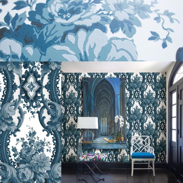 papier peint salon en style vintage aux murs blanc et bleu à design floral avec meubles moderne en verre et or