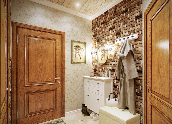exemple de déco intérieur qui joue avec les styles vintage rustique et industriel, couloir beige en matériaux bruts bois foncé
