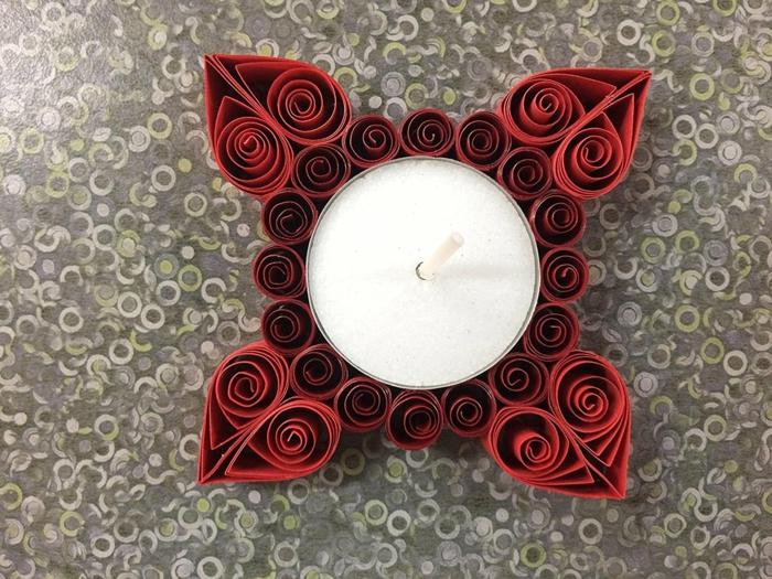 réaiser un porte bougie en papier plié, design sophistiqué, déco de table en rouge et blanc