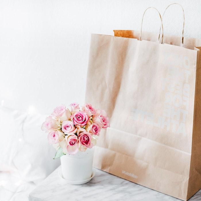 Décoration de bureau image de fleur fond d'écran jolie vase de roses