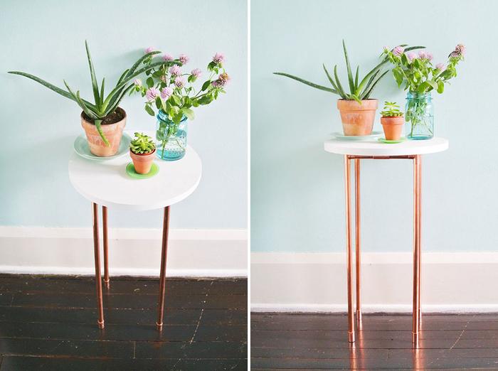 une table au design scandinave fabriquée à partir de bois et de tuyaux de plomberie pour une deco chambre adulte unique et tendance