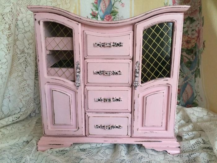petite armoire vintage relookée avec peinture bois rose milky, meuble vieilli