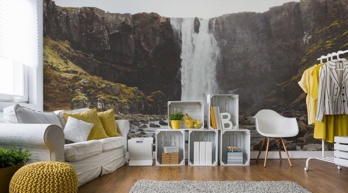 modèle de papier peint moderne à effet trompe oeil avec un paysage naturel de chute d'eau, déco en blanc et jaune