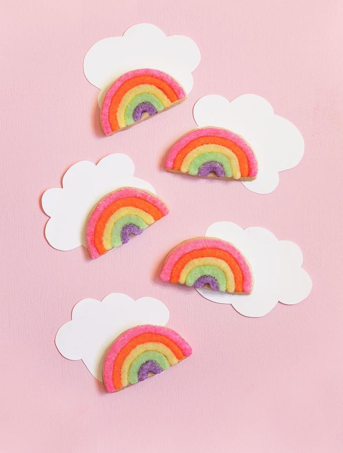 des biscuits arc-en-ciel facile à préparer pour un buffet sucre sur theme licorne