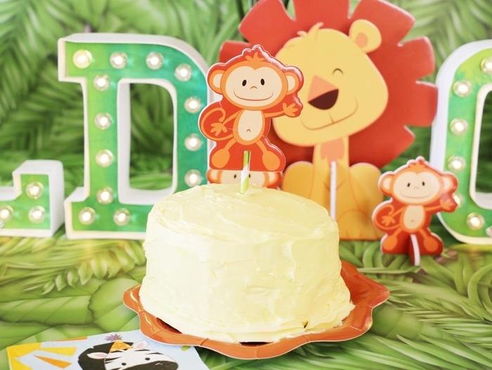 offrez à votre tout-petit une séance smash the cake avec un simple gateau anniversaire 1 an à la banane décoré d'un petit singe
