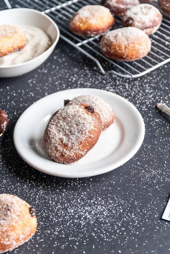 recette de nutella maison en version healthy et vegan, recette de mini-beignets fourrés à la pâte à tartiner faite maison
