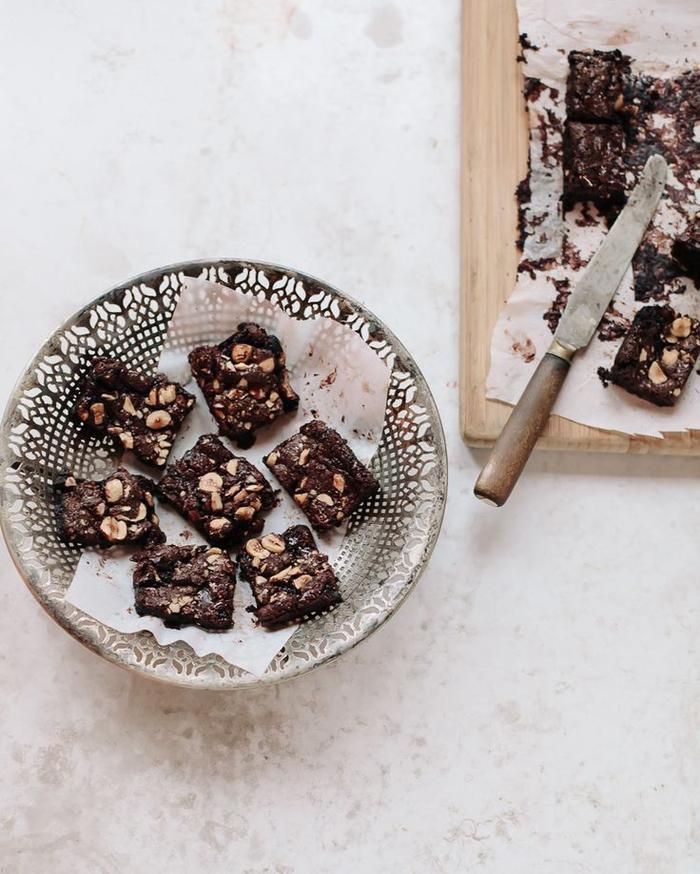 idée dessert saveur nutella et noisettes, recette de brownies gooey décadent au chocolat et aux noisettes