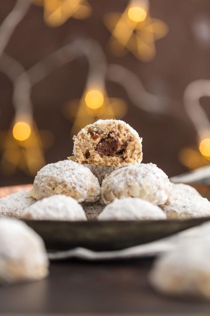 recette de cookies nutella facile façon boules de neige fourrées au nutella saupoudrées de sucre glace