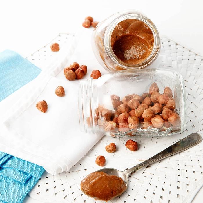 cuisine saine et gourmande, recette de pate a tartiner thermomix façon nutella maison aux dattes, cacao et noisettes