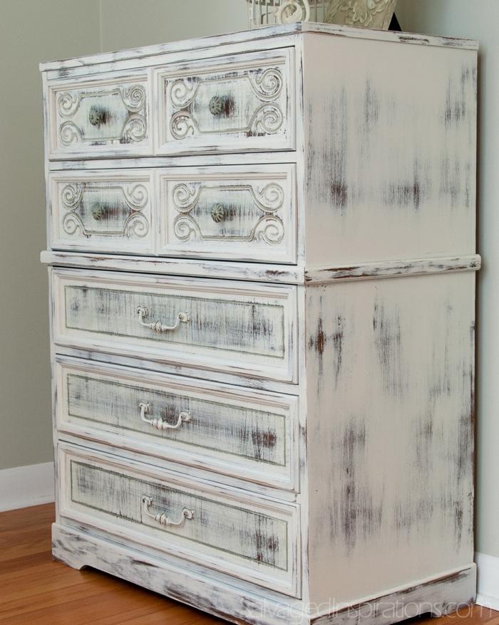 armoire blanche fantastique, patine blanche chippy sur un meuble relooké, relooker meuble