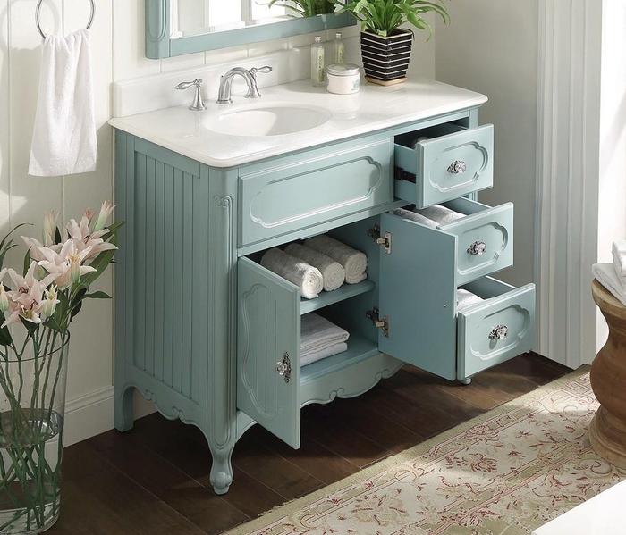 commode salle de bain repeinte en bleu pastel et transformée meuble sous lavabo fonctionnel et esthétique