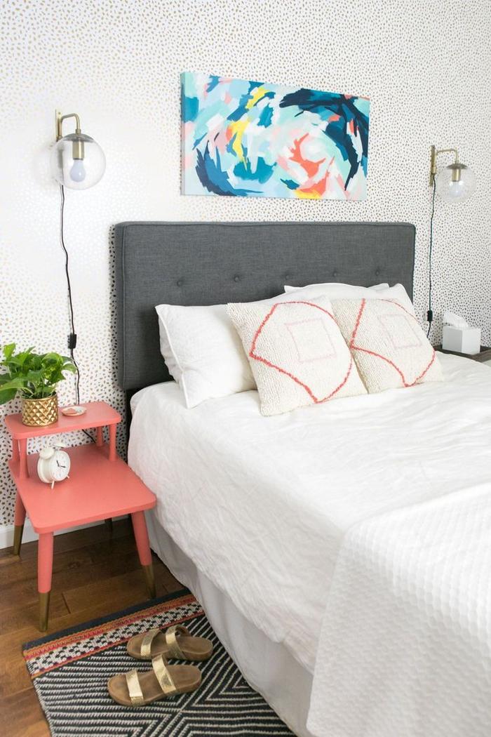 relooker une chambre a coucher moderne grâce à des touches colorées au mur et dans la déco