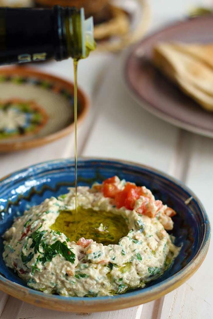 idee repas soir, menu de la semaine, recette minceur avec de l'huile d'olives vierge, cuisine méditerranéenne grecque, recette aux épinards et aux tomates