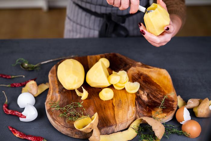 comment vider une pomme de terre à l aide de cuillère à glace, recette pomme de terre farcie au four