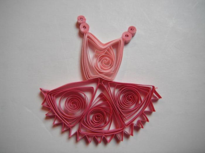 robe tutu rose, pliage papier facile, designs créatifs en papier à plier