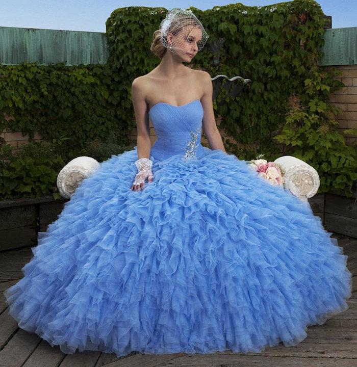 robe de mariée froufrou bleu style mariage russe vintage kitsch