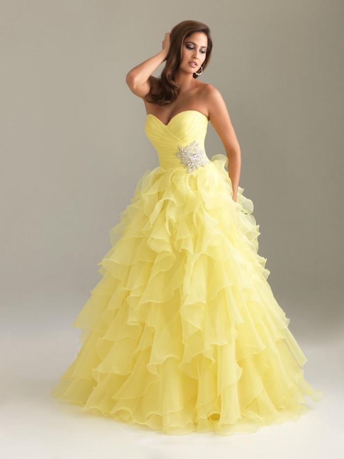 robe de mariée couleur jaune, robe froufrou pour mariage originale