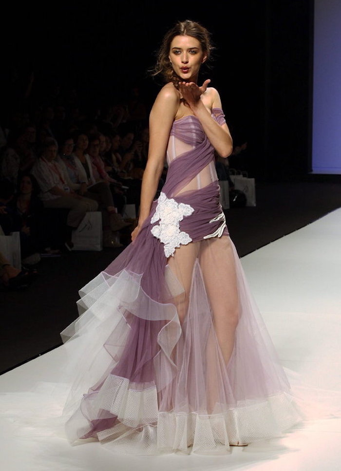 quelle robe de mariee courte originale, robe mariage sexy violette avec viole pour jambes