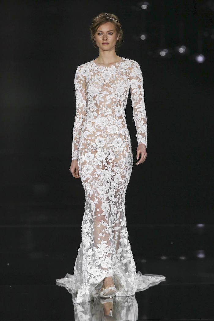 idee robe de mariée bohème chic en dentelles, robe mariage longue transparente cintrée