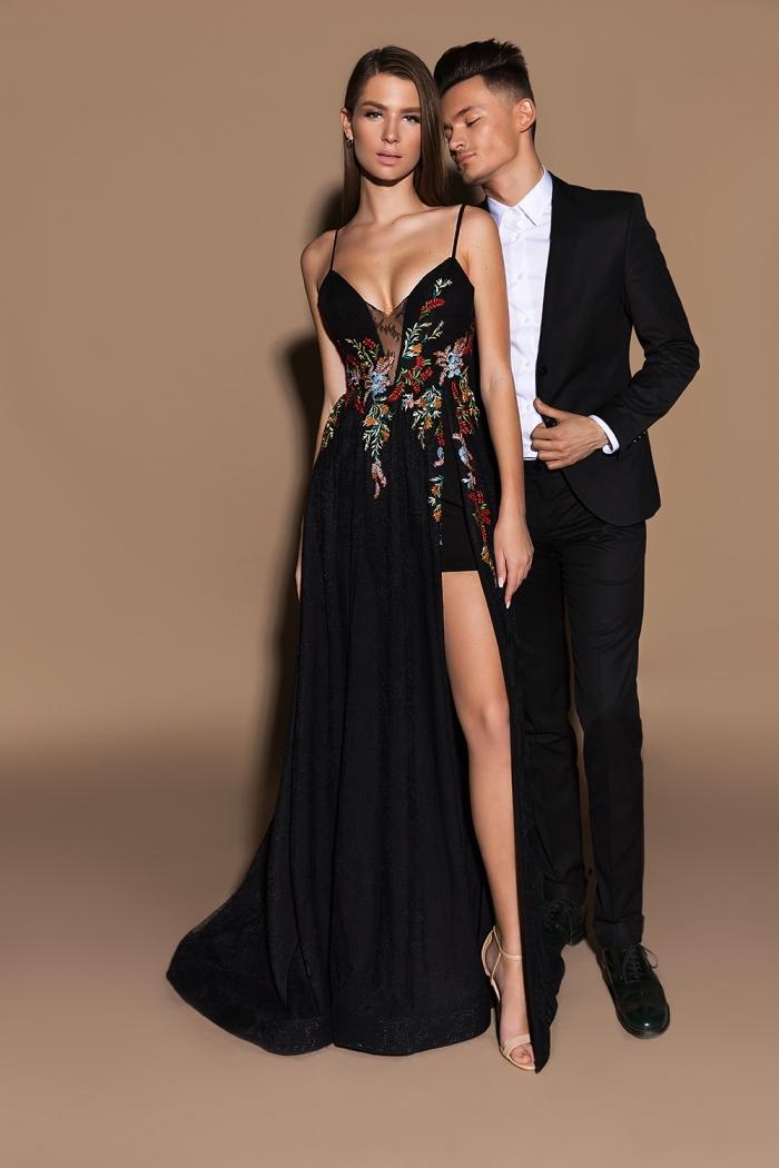 exemple de robe soirée longue de couleur noire avec bustier et bretelle à haut transparent noir avec broderie florale