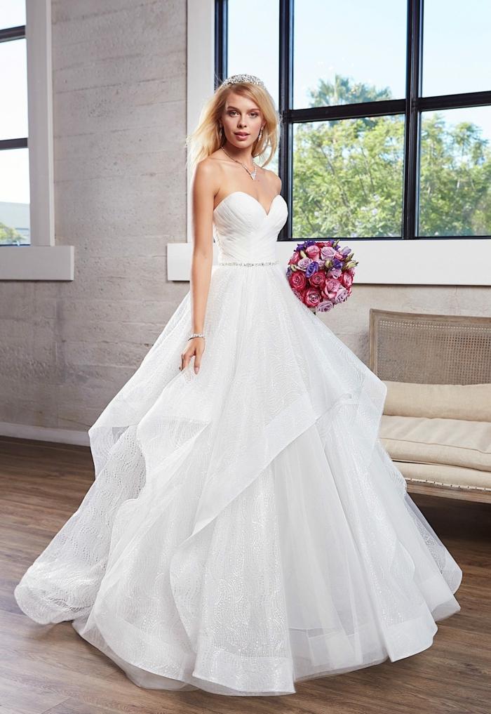 robe longue, modèle coquet, bouquet en rose et lilas, diadème de cheveux