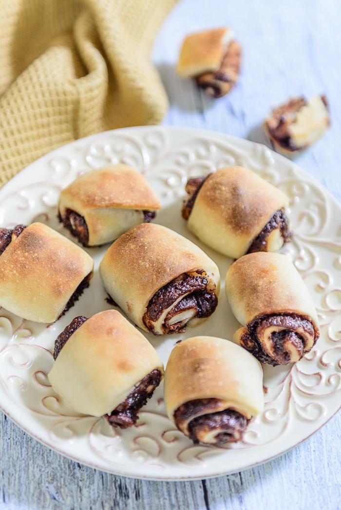 recette facile et légère de roulé au nutella sans oeufs, des mini-brioches dorées fourrées au nutella