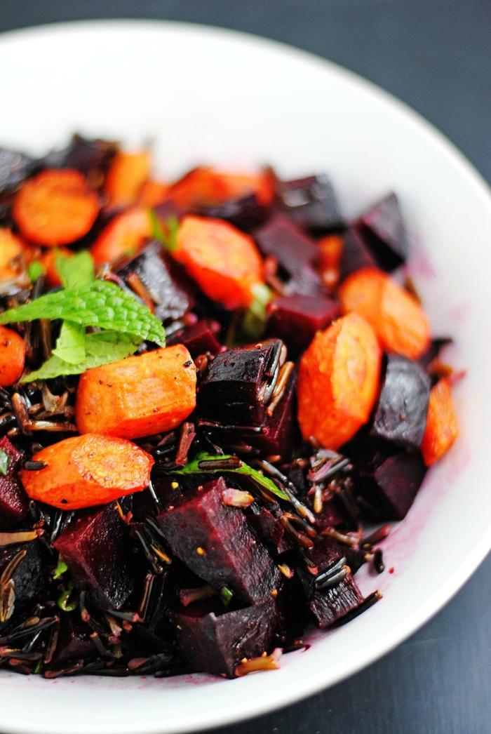 menu de la semaine, repas minceur, des betteraves rouges avec des carottes et de la menthe, idee repas soir, salade comme plat essentiel ou comme entrée