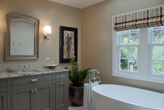 meuble de sdb gris foncé classique, peinture murale beige pour sdb