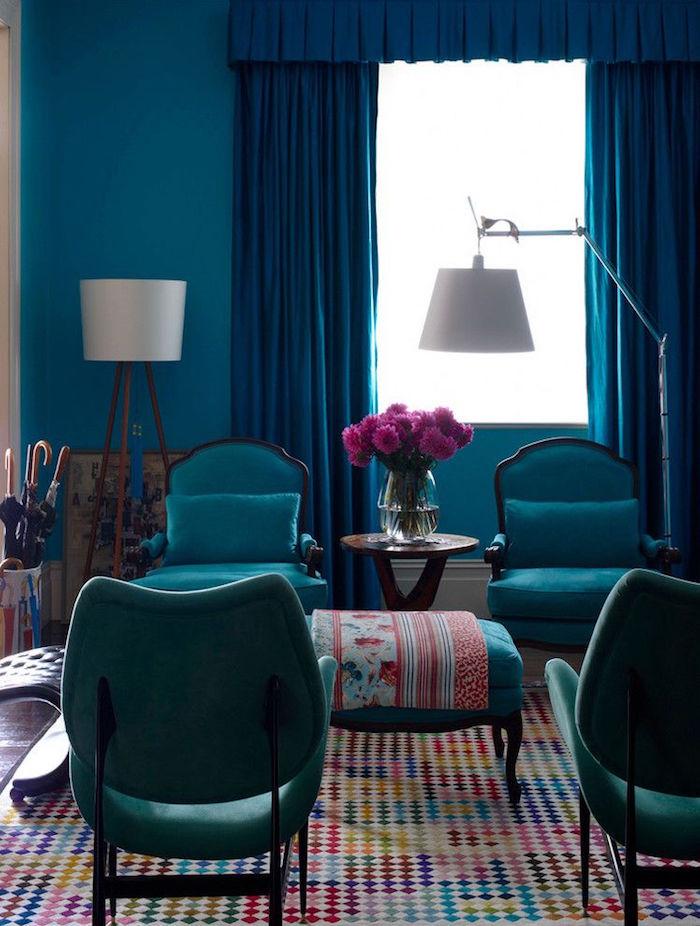 déco de salon bleu paon, modele décoration bleu canard, rideaux couleur bleu pétrole