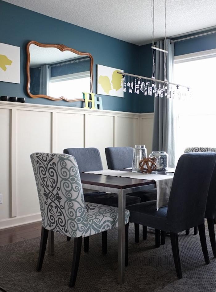 salle à manger avec mur bleu pétrole, idée de couleurs pour déco de cuisine