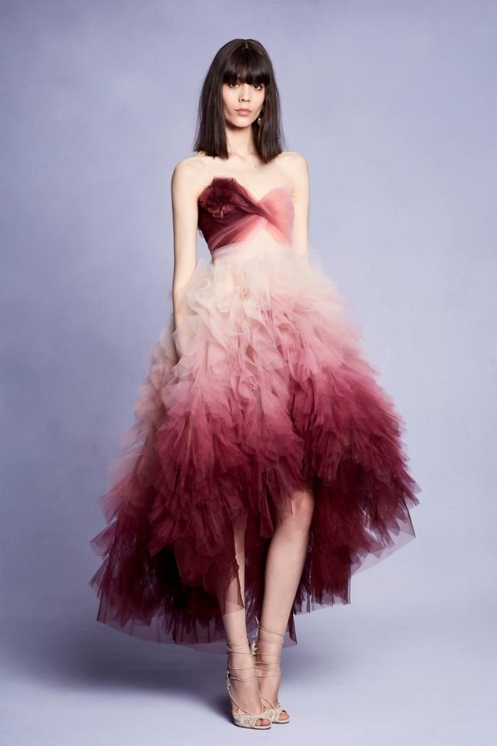 modèle tendance de robe officielle à design ombré en rouge et blanc avec bustier coeur et jupe à volants