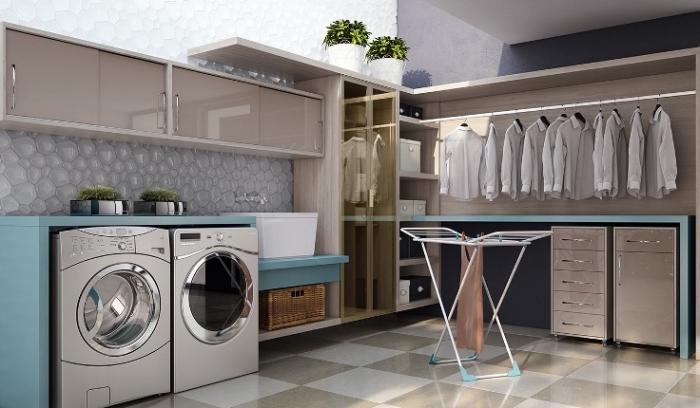 intérieur moderne aux murs gris et blanc avec meubles de bois, rangements verticales et horizontales avec tiroirs et armoires