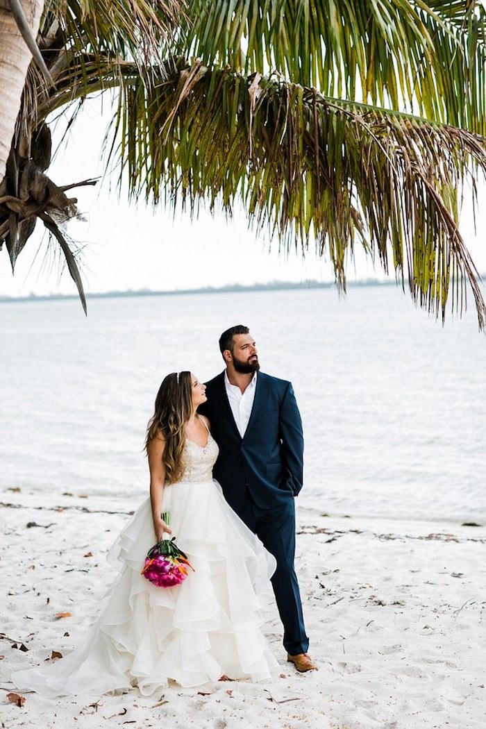 Robe de mariée princesse plage mariage au bord de la mer chouette idée quelle robe mariée dentelle dos nu robe mariee retro