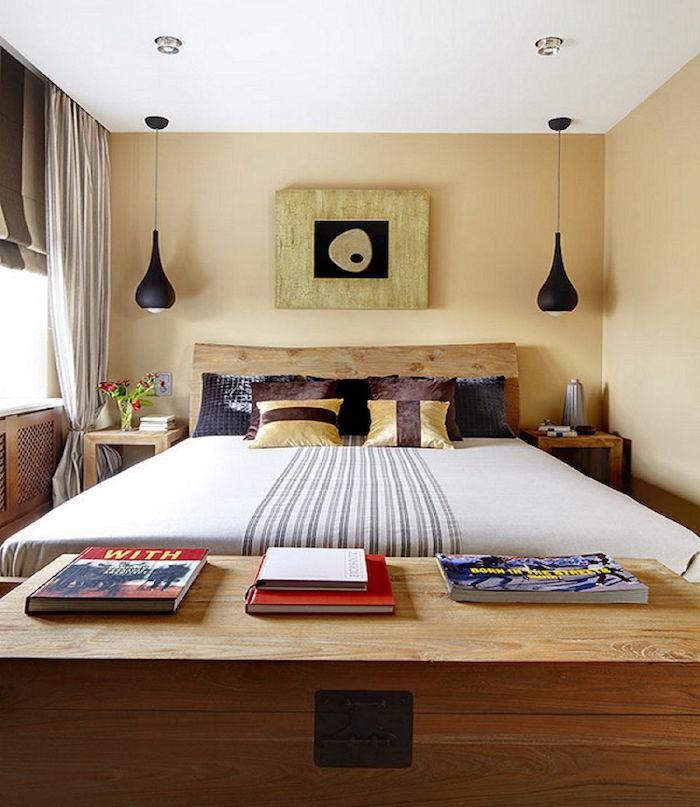 modèle de chambre décorée, lit en bois pour adultes, lampes suspendues pour chambre