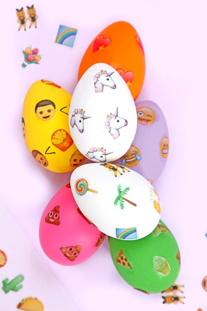 exemple de design amusant sur oeufs blancs décorés avec peinture et stickers autocollants à design animal