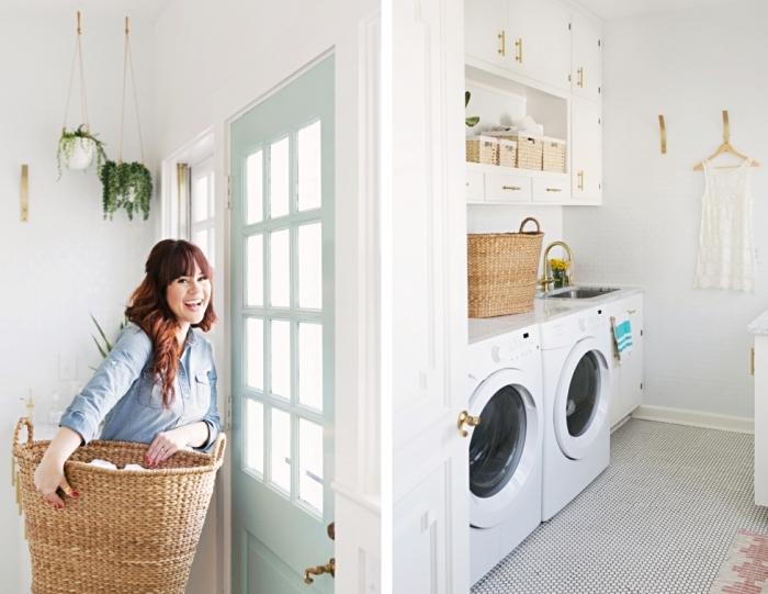 exemple de deco buanderie aux murs blancs avec porte peinte en vert pastel et objets décoratifs en beige et marron