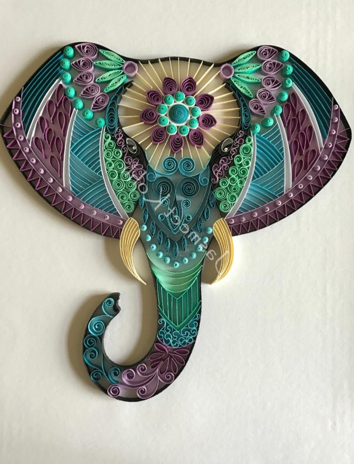 quilling tête d'éléphant, éléments arrangés pour recevoir un design stupéfiant