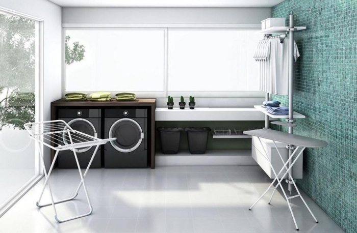 deco buanderie stylée aux murs blancs et meubles noirs avec décoration murale de carrelage turquoise et vue vers le jardin