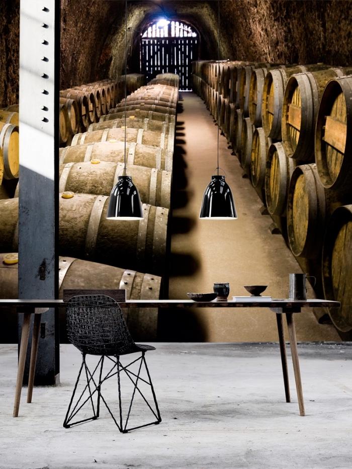 déco de salon en style rustique avec meubles de bois et noir mate, revêtement mural en papier peint design cave à vin