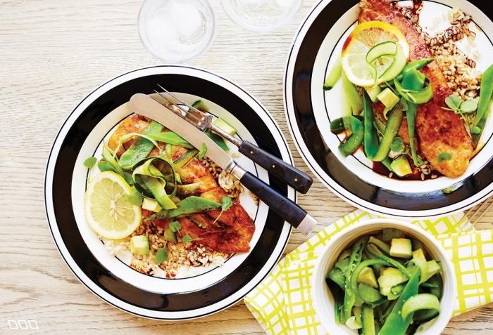 repas du soir léger, quel repas à poisson pour une soirée entre amis, plat de poisson avec jus de citron et quinoa