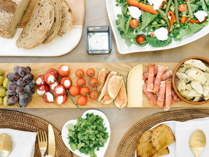 recette diner facile et léger, déco de table pour un repas entre amis sain et frais avec légumes et fruits de saison