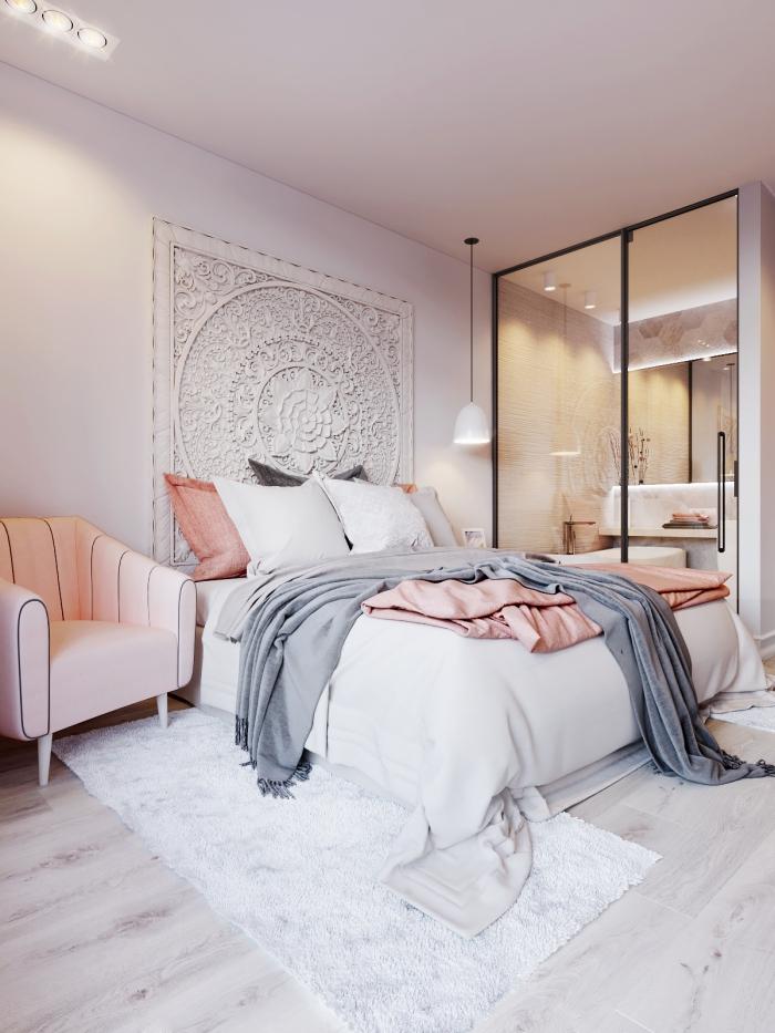 idée déco chambre parentale aux murs rose pale avec grand lit et garde-robe, pièce intime au parquet blanc et éclairage led de plafond