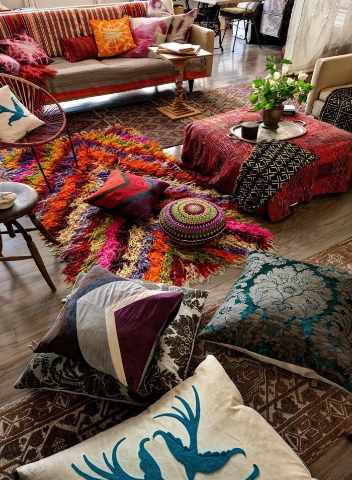 tapis bohème très coloré, coussns déco, meubles style gitan, carpettes, sofas vintage
