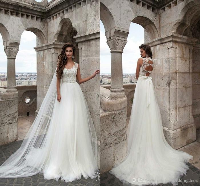 tenue champetre femme, longue traîne élégante, robes de princesse et bâtiment classique
