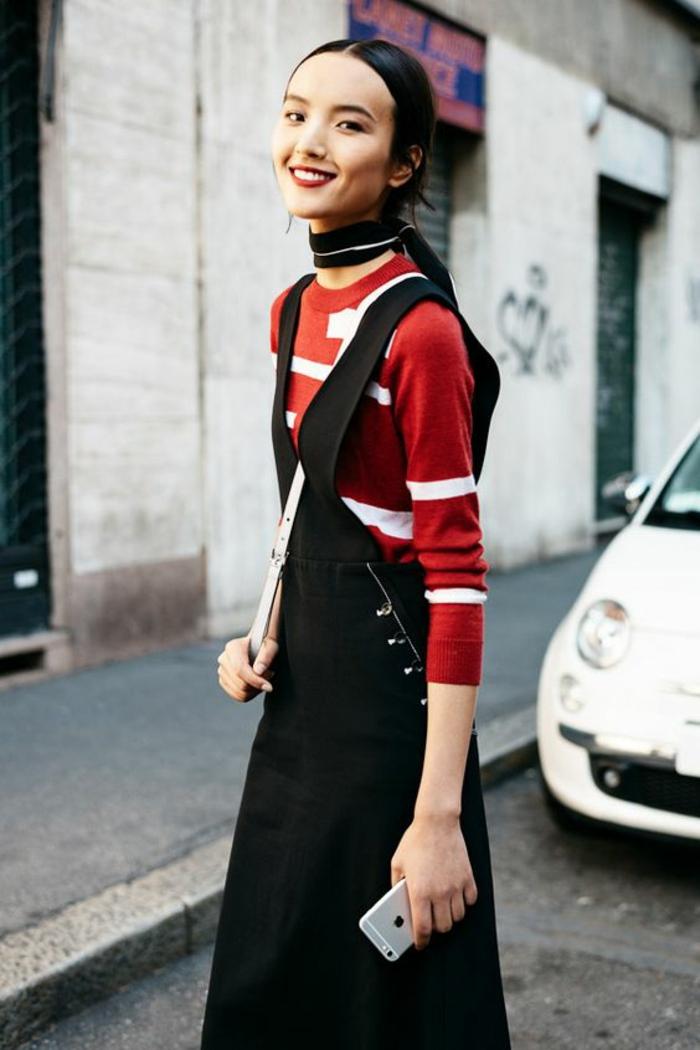 robe combinaison en noir, pull manches longues au col rond dessous, rouge et blanc, robe femme habillée, comment bien s habiller
