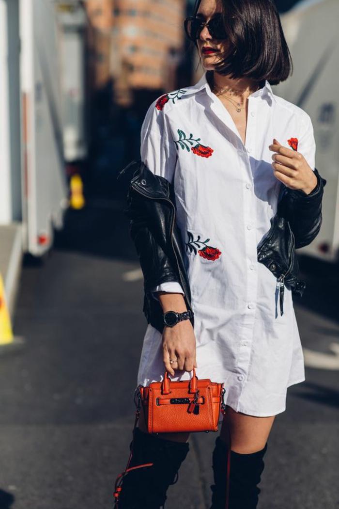 casual chic femme, chemise blanche manches longues avec des broderies roses, veste en simili cuir noir, micro sac en couleur orange, cuissardes noires, casual chic femme, bien habillée
